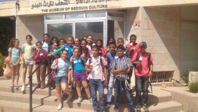 Photo of طلاب مدرسة النجاح الابتدائية في رحلة الى المتحف البدوي- جو ألون.